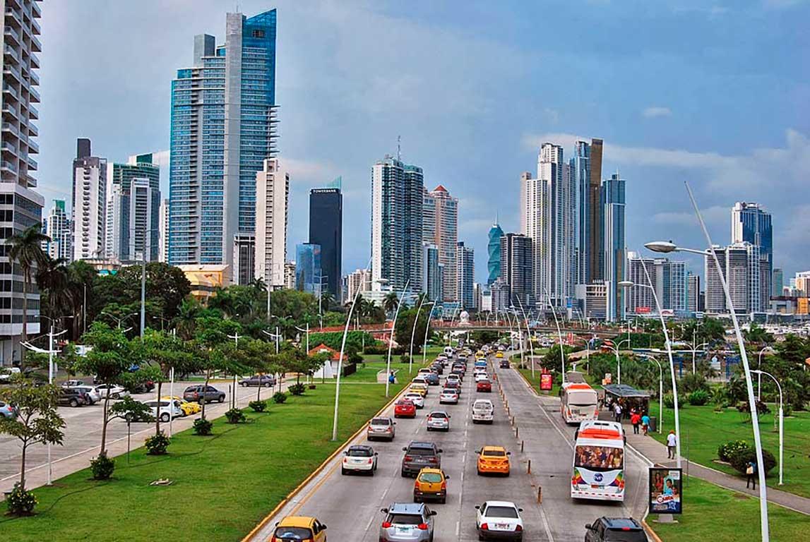 La UE añadirá Panamá e Islas Caimán a su lista negra de paraísos fiscales